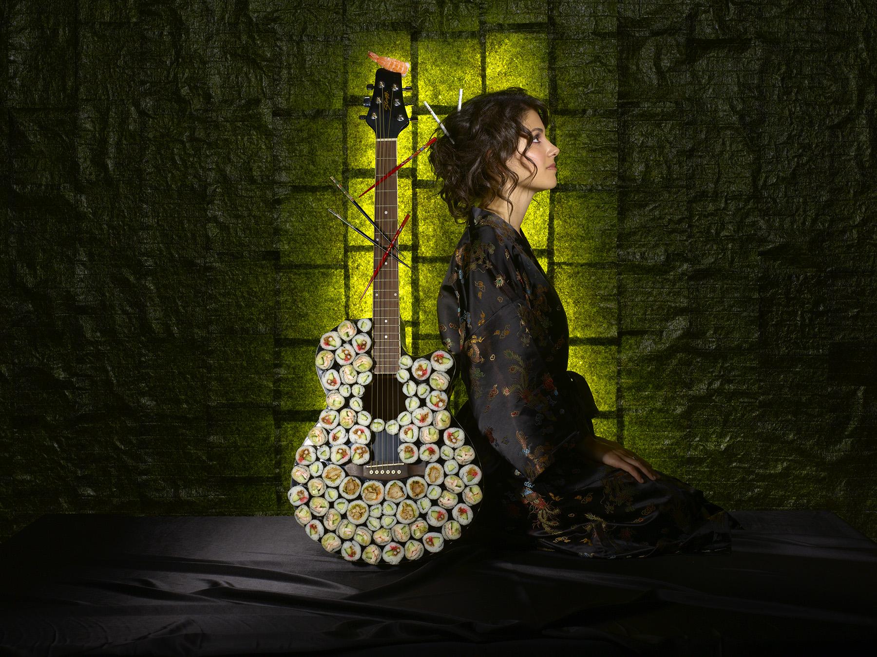 4640_Katie_Melua_Guitar
