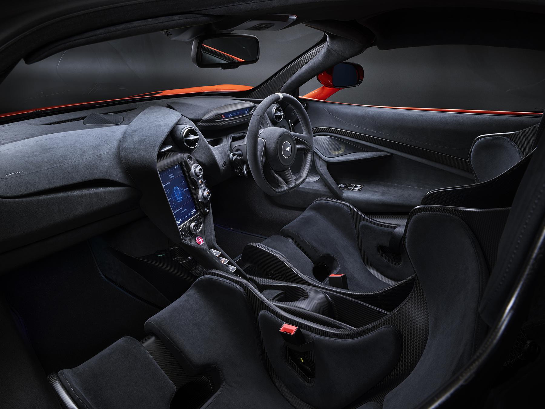 8452_McLaren_P14R_Shot_09_Interior_R1